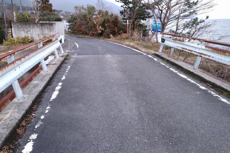 八屋戸川河口の狭い道路