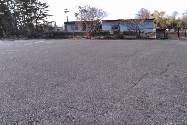 姉川人工河川の施設の前の駐車場