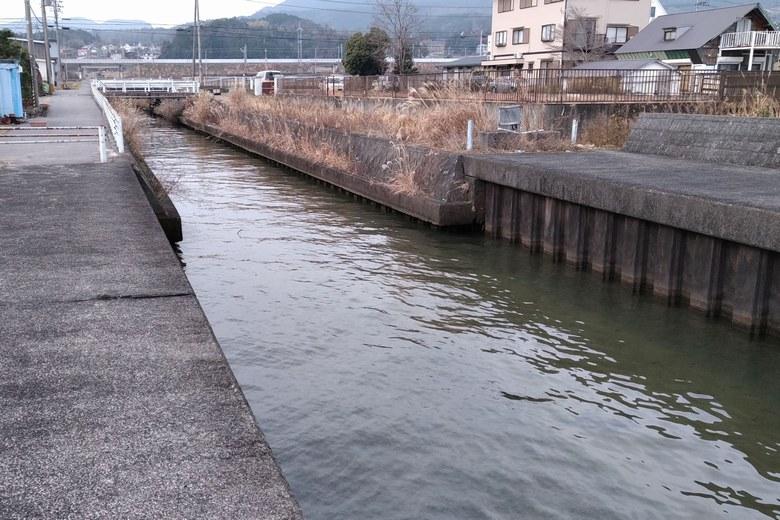 鎌田川の護岸