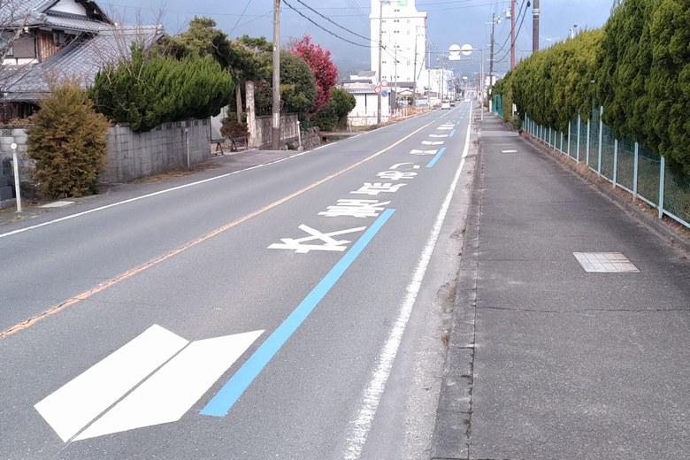 鎌田川河口の近くを通る県道558号線