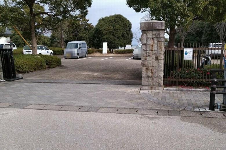 唐崎苑湖岸緑地の駐車場