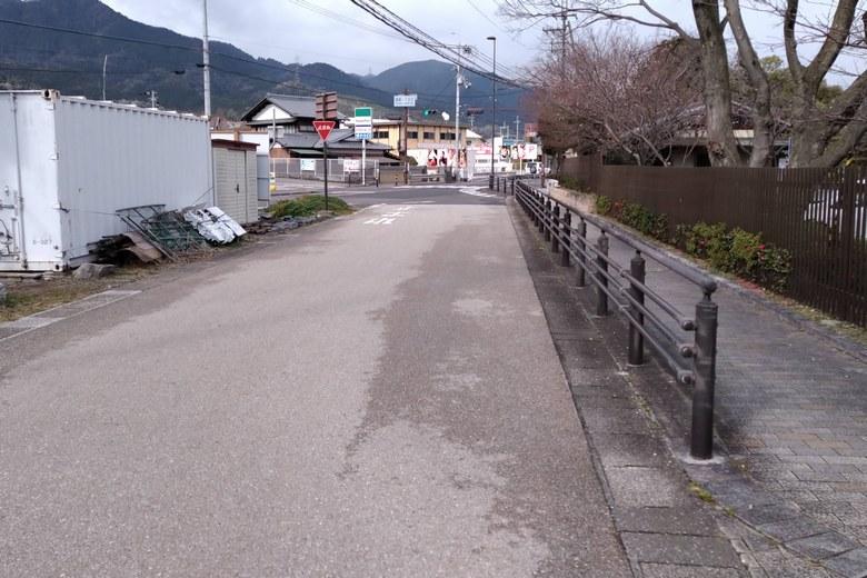 唐崎苑湖岸緑地の前の道路