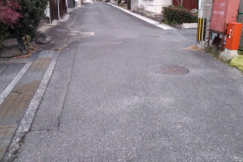 堅田雄琴湖岸公園の近くの細い道