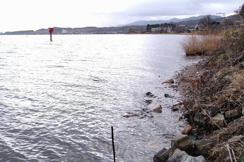木戸川河口の南にある赤いポール
