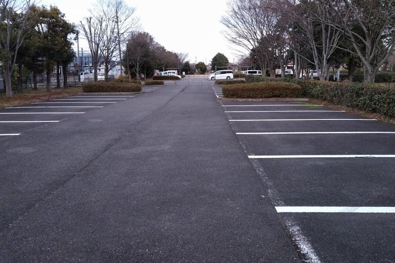 衣川湖岸緑地の駐車場