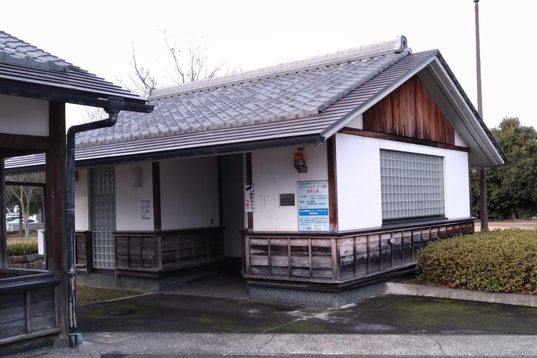衣川湖岸緑地のトイレ