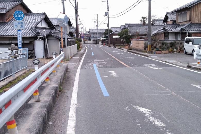 喜撰川河口の近くを通る県道558号線