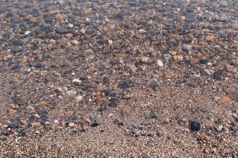 和邇北浜のボトムの石