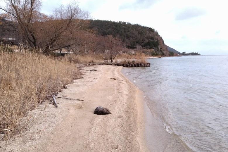 北小松の砂浜