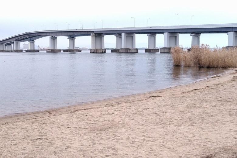 米プラザ前の砂浜