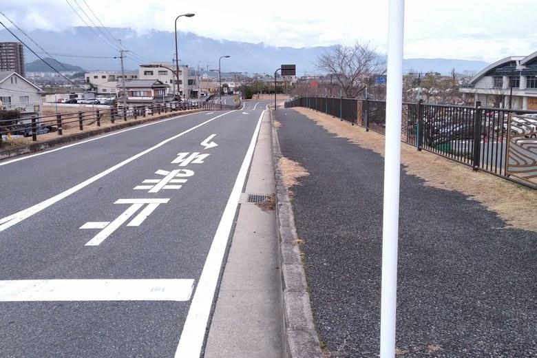 道の駅 びわ湖大橋米プラザの前の道路