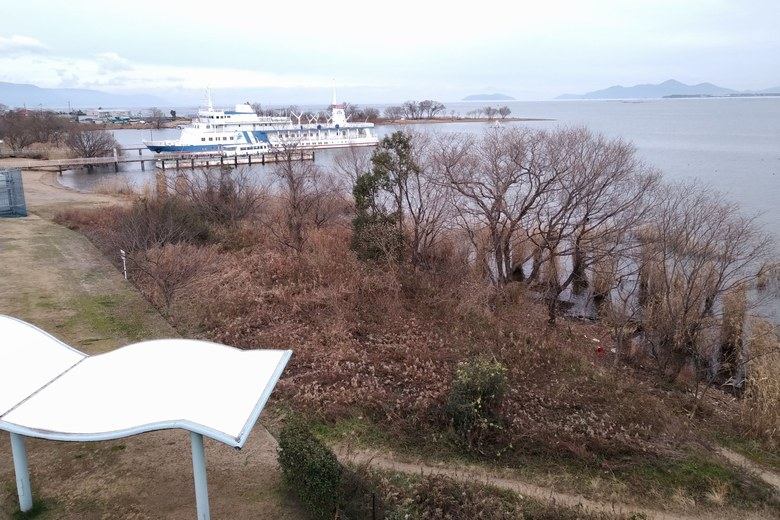 米プラザ前の琵琶湖の岸辺