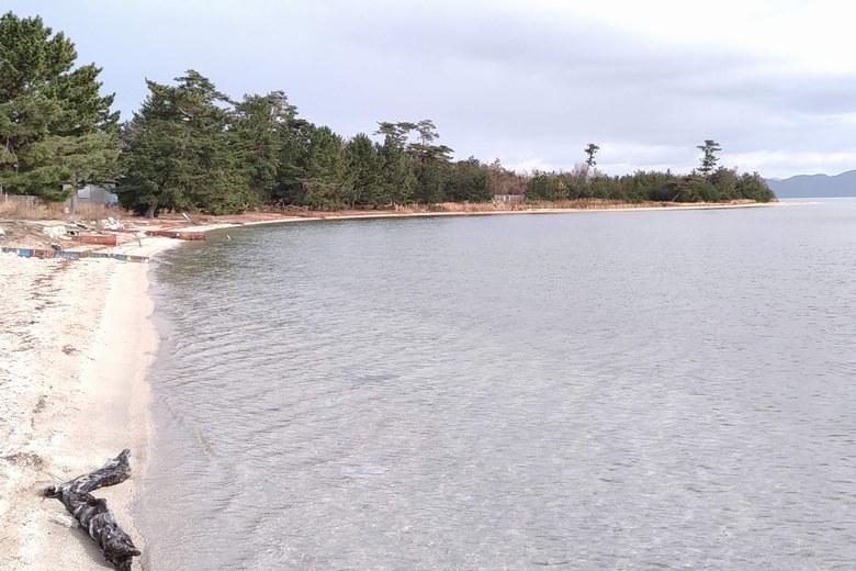 松ノ浦の北側ワンドエリアの砂浜