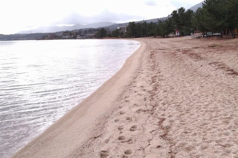 松ノ浦の南の砂浜