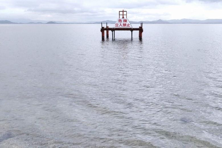 松ノ浦の水泳場にある取水塔