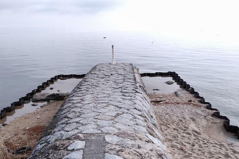 近江舞子で一番人気のバス釣りポイントの石積み突堤