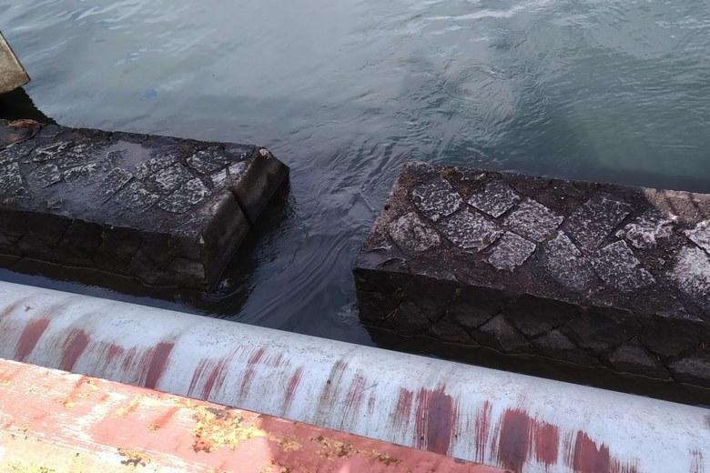 南小松港から近江舞子の内湖につながる水路