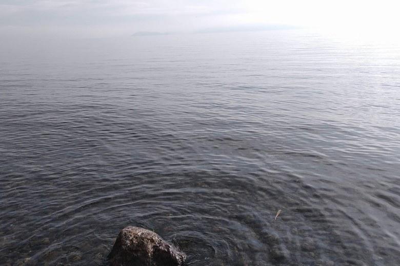 野離子川の河口の沖