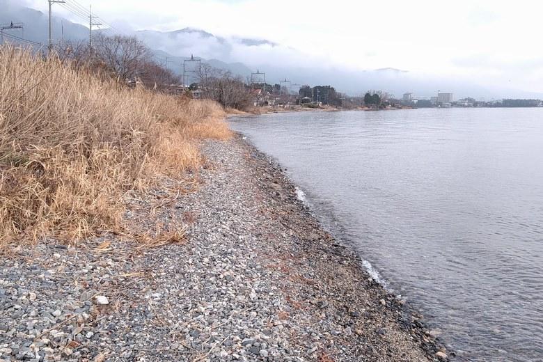 野離子川の北の岸辺