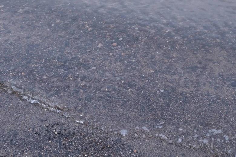 雄琴川河口の砂利のボトム