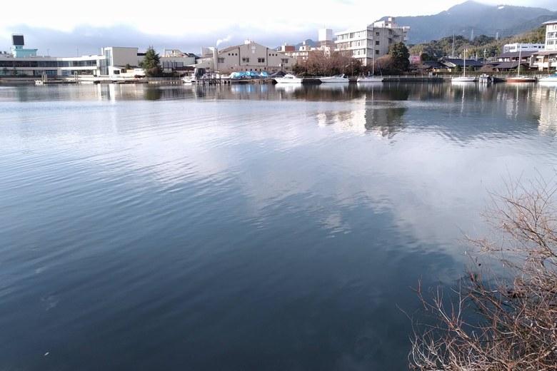 雄琴港の中央を通るミオ筋