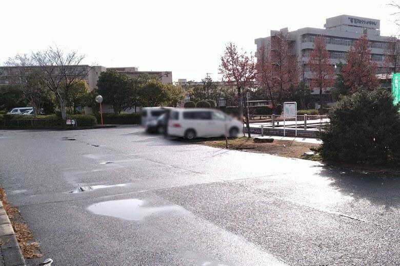 雄琴港の北の駐車スペース