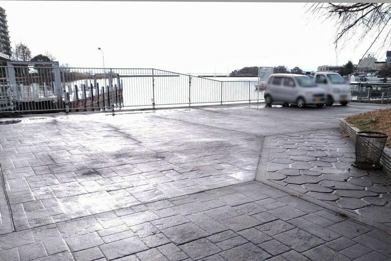 雄琴港の入り口近くの駐車スペース