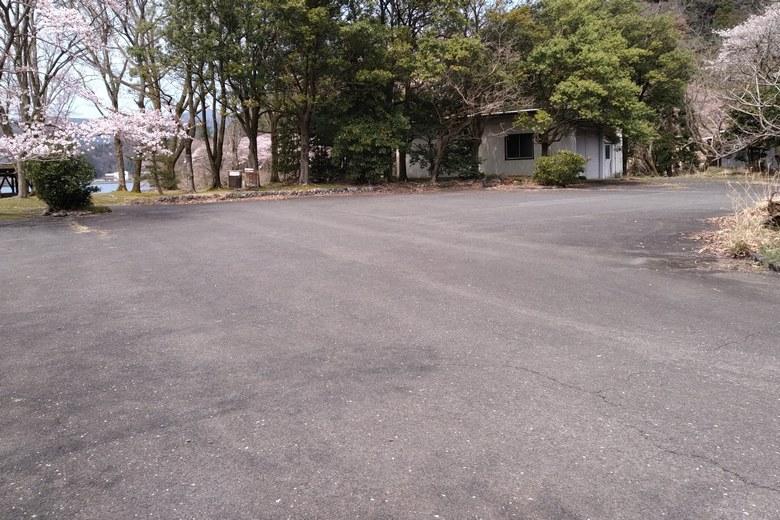 奥出浜園地の駐車場