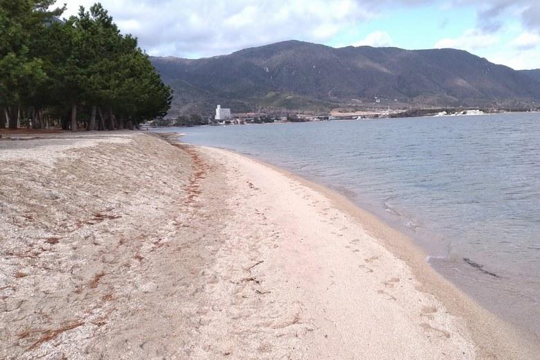 近江舞子の中浜水泳場の砂浜