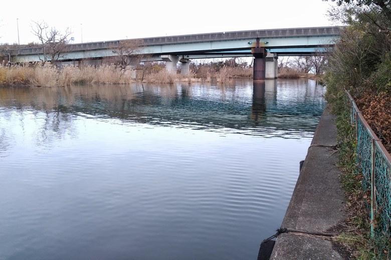 大溝漁港の出口と大溝橋