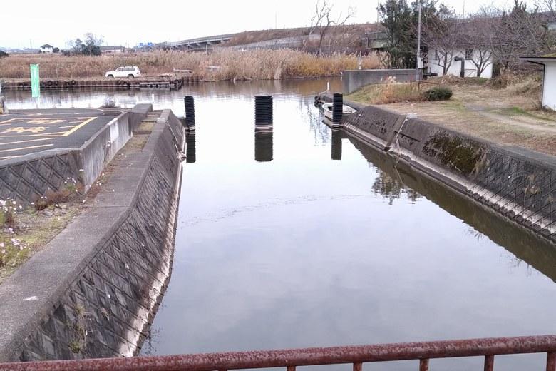 大溝漁港から乙女ヶ池へつながる水路