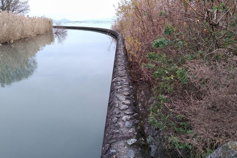 御呂戸川河口の防波堤