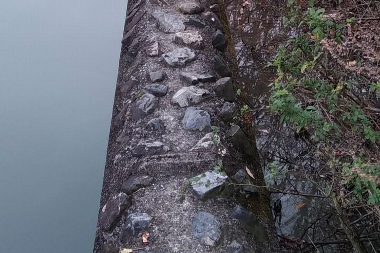 御呂戸川河口の50cmほどの足場