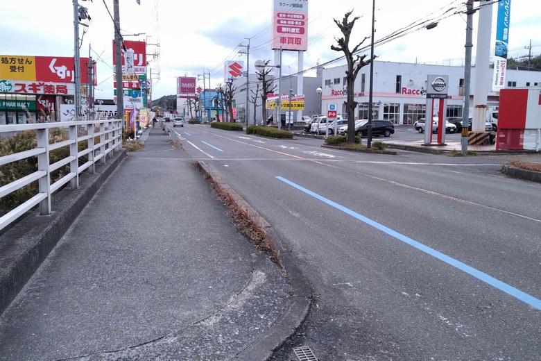 御呂戸川河口を通る県道558号線