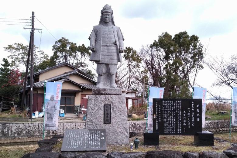 坂本城址公園にある明智光秀の像