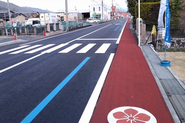 坂本城址公園の前を通る県道558号線