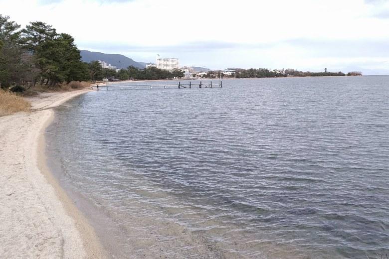 志賀駅前の松ノ浦の湖岸