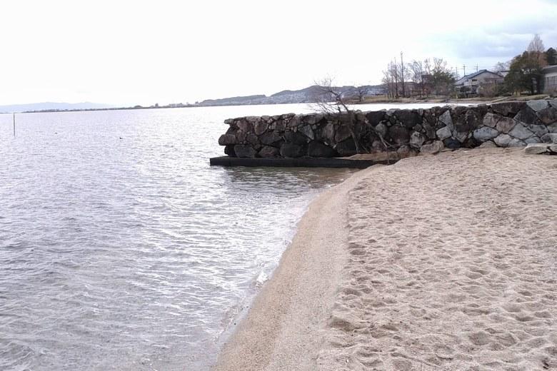浜辺の石積み突堤