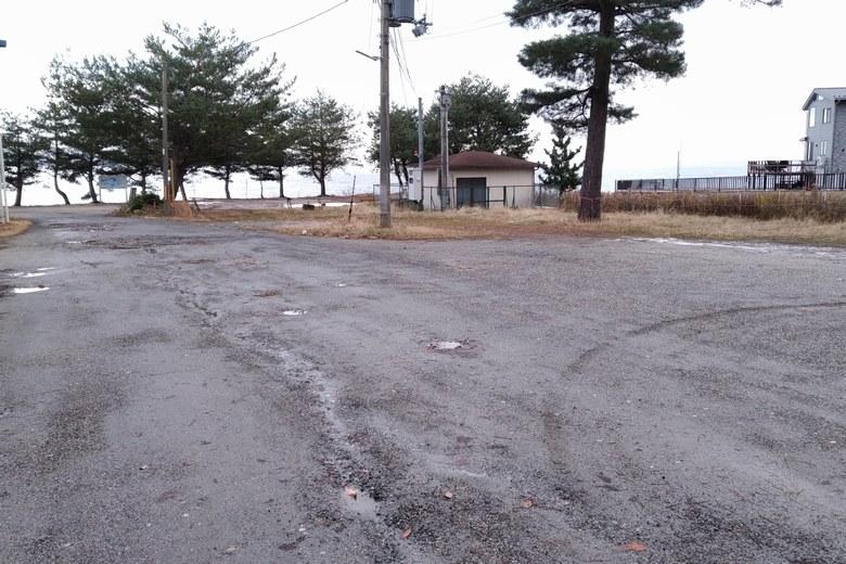 北小松水泳場の駐車スペース