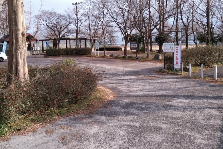 天神川河口湖岸緑地の駐車場
