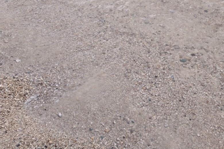 鵜川河口の砂利のボトム
