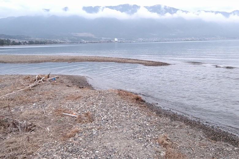 南岸から見た和邇川河口