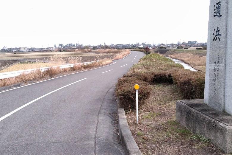 県道558号線から和邇浜河口へ行く道