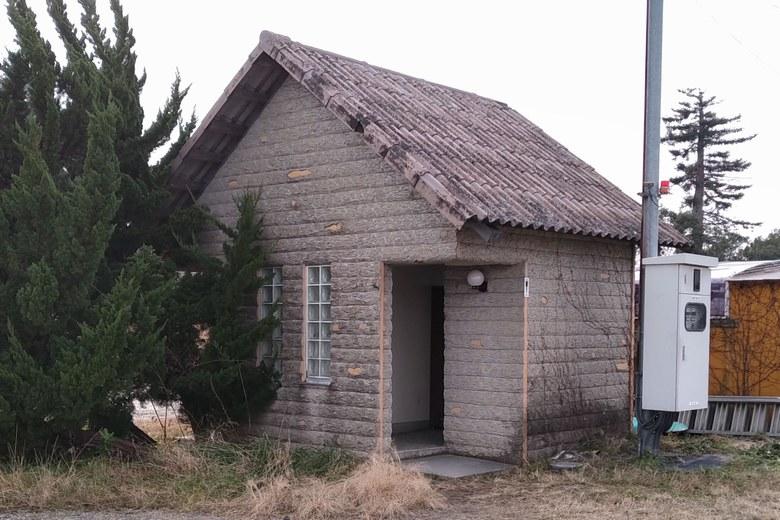 和邇川の北にあるトイレ