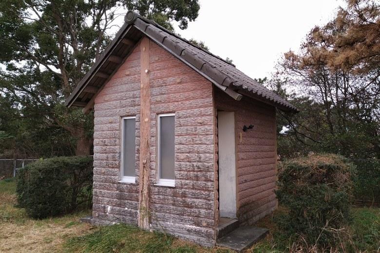 和邇川の南にあるトイレ