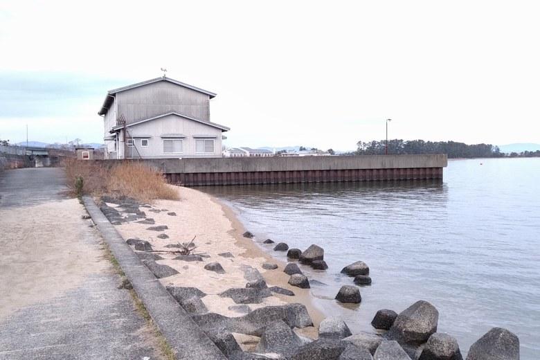大溝の水上警察裏の壁