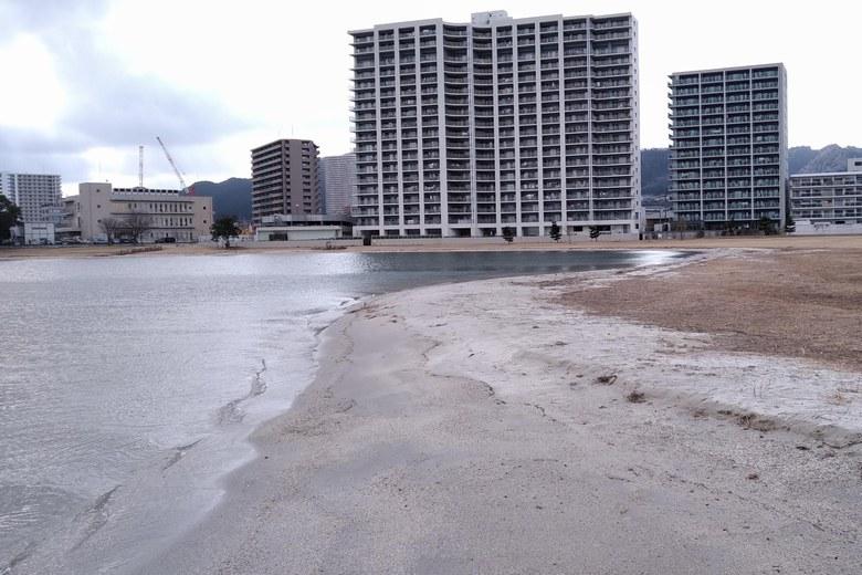 柳川の南の砂浜
