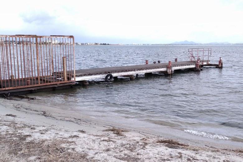 四ツ谷川河口の北にある桟橋と沖