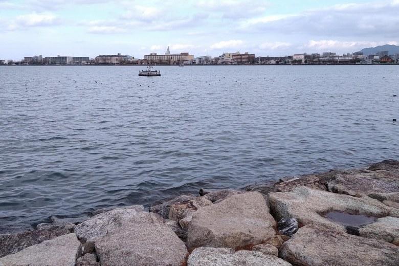 御殿浜の沖と対岸