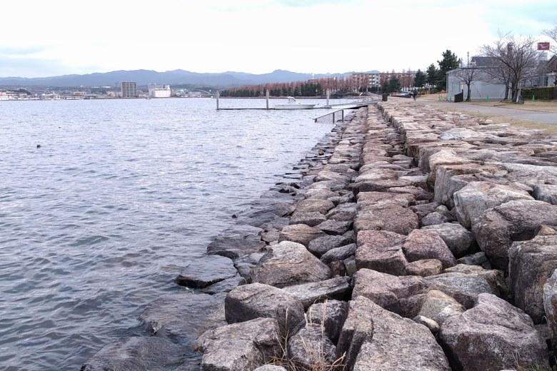 御殿浜の石積み護岸